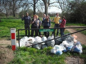 FARA residents spring cleaning Wanstead Flats